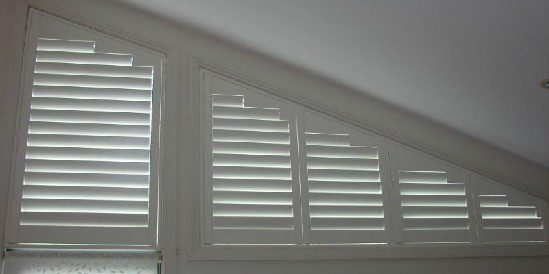 Shapped plantation shutter